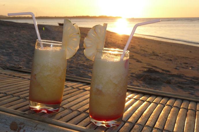 Sonnenuntergang mit Cocktails