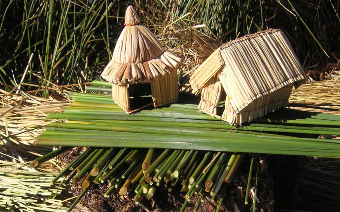 Modellhäuser aus Schilf