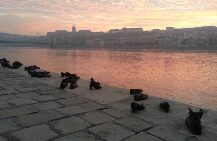 Mahnmal aus 60 paar Schuhen in Budapest
