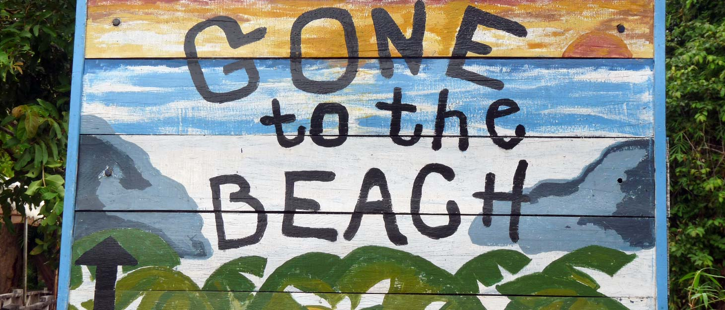 "Schild ""Gone to the Beach"""