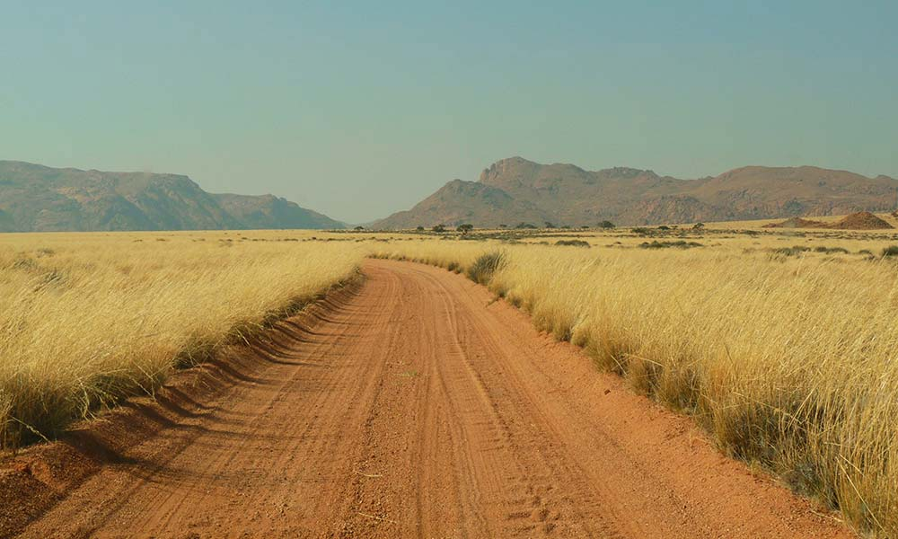 Rote Sandpist auf Route in Namibia