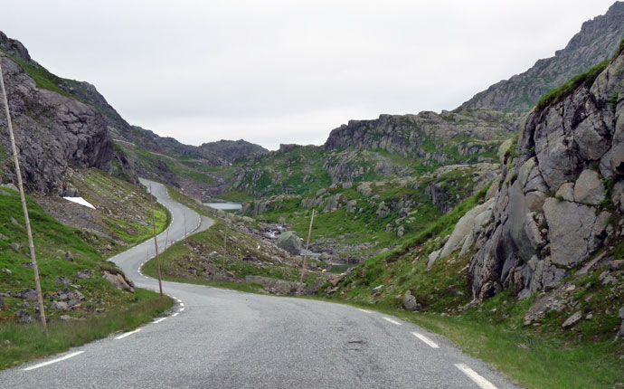Norwegen Reisevorbereitung: gewundene Bergstraße