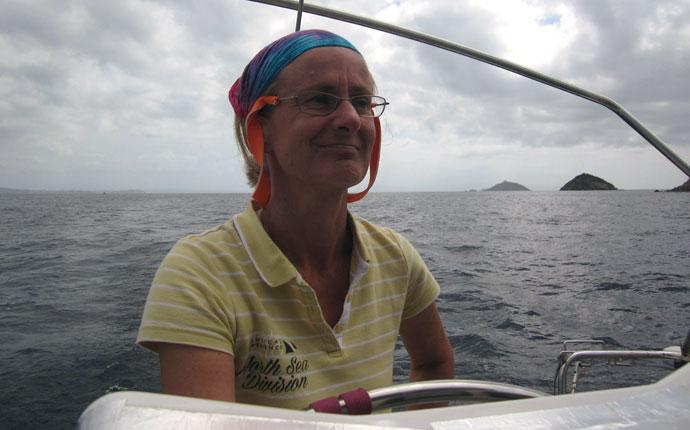 Ines arbeitet an Bord