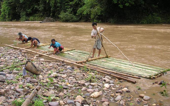 Bambusfloßin Thailand
