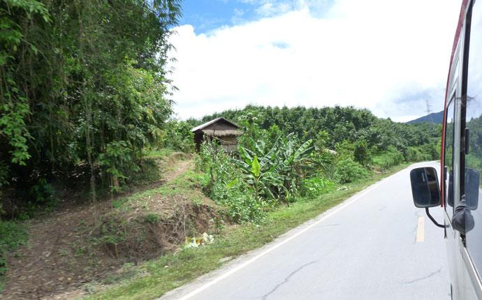 Auf Busfahrt in Laos