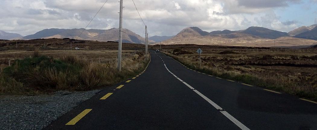 Straßen in den Bergen von Irland