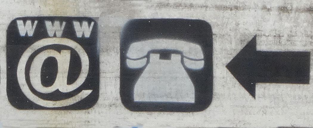 Schild zum Internetcafé - so lässt es sich auch ohne Handy reisen