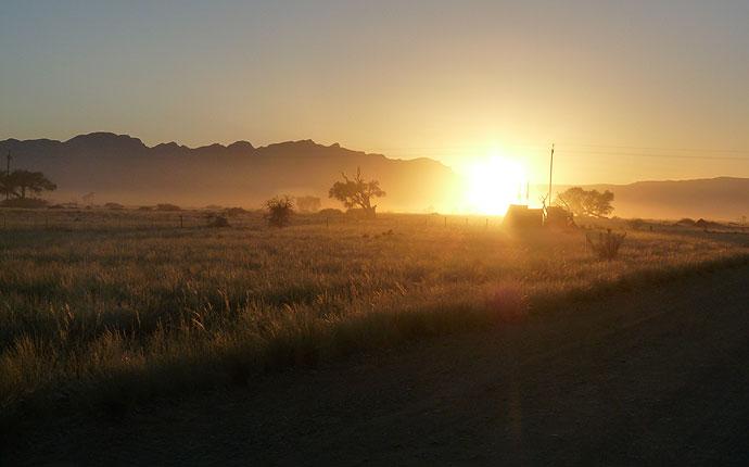 Sonnenaufgang am Eingang des Sossusvlei, Namibia