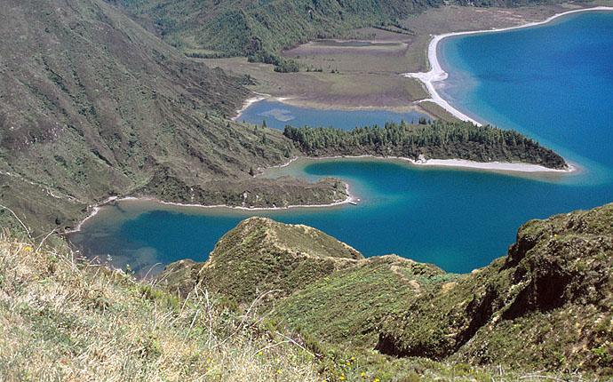 Blick auf blaue Seen