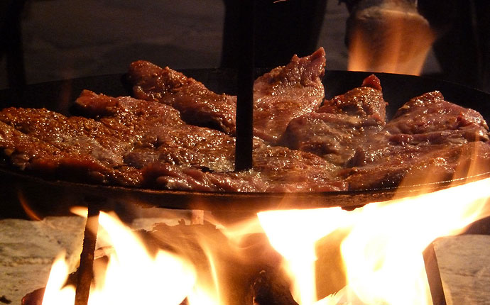 Fleisch auf dem Grill in Namibia. In Südafrika so nie gesehen.
