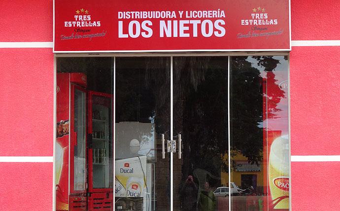 "Spirituosen-Shop ""Los Nietos"""