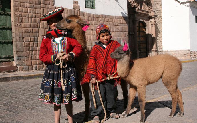 Peru Kinder mit Lamas