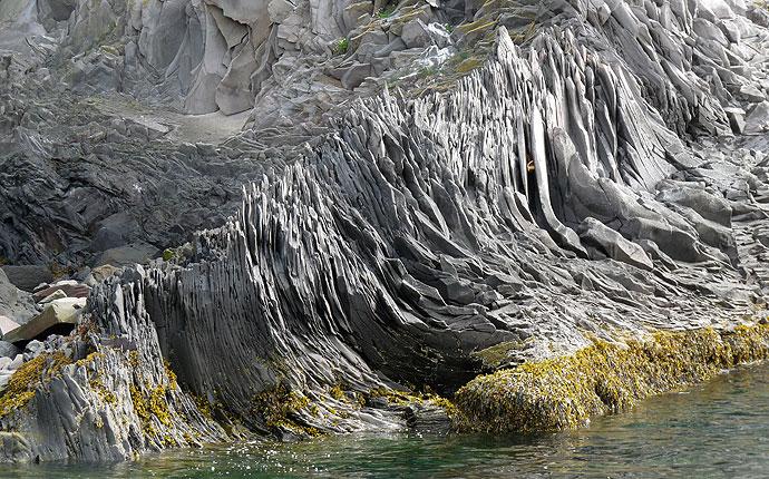 Spitze Felsen in Hellar in Snaefelsnes