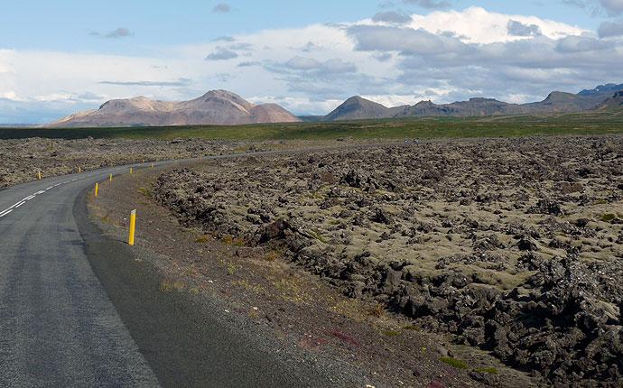 Straße durch ein Lavafeld in Snaefelsnes
