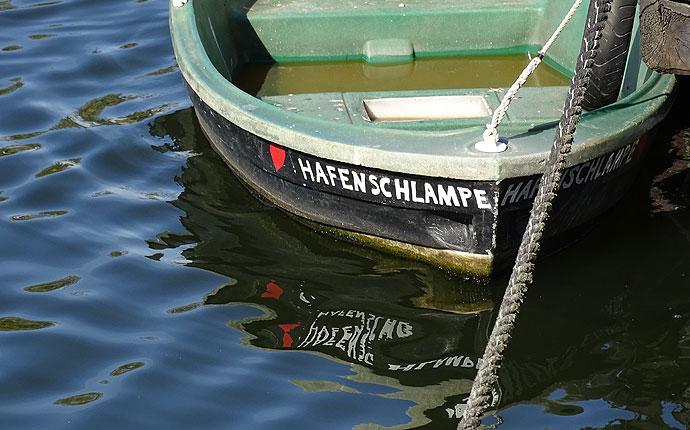 Ruderboot mit Namen Hafenschlampe