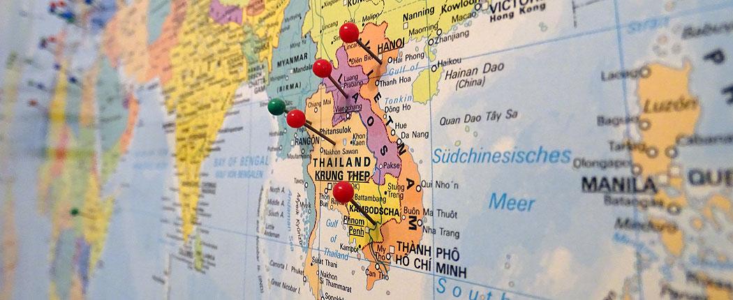 Weltkarte mit Pins für die Weltreise