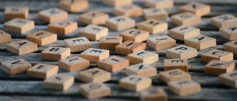 Stadt, Land, Fluss - Buchstaben aus Scrabble