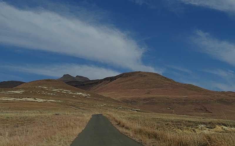Kleine Straße am Bleskop Loop, Drakensberge