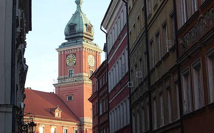 Warschau: Blick auf Schloss und Straßenzeile