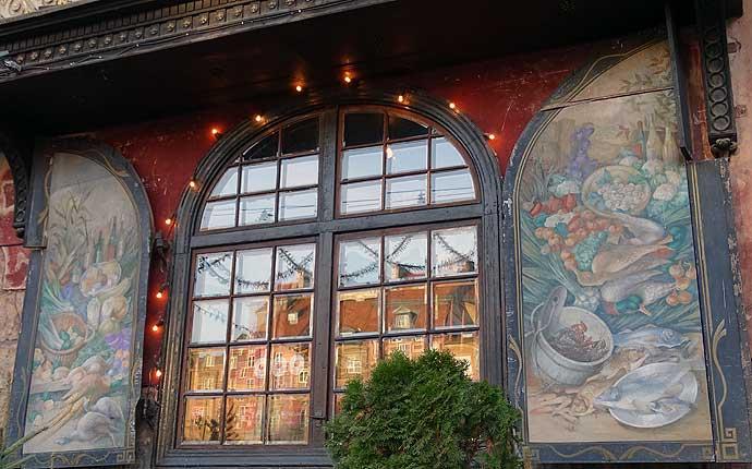 Warschau: Bemalte Fensterläden