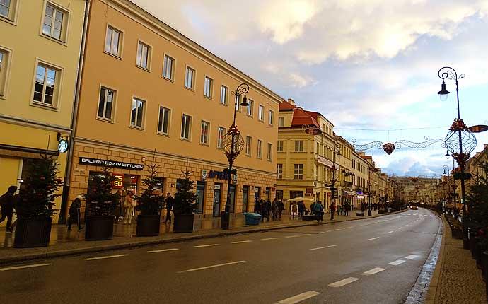 Warschau: Straße mit gelben Häusern
