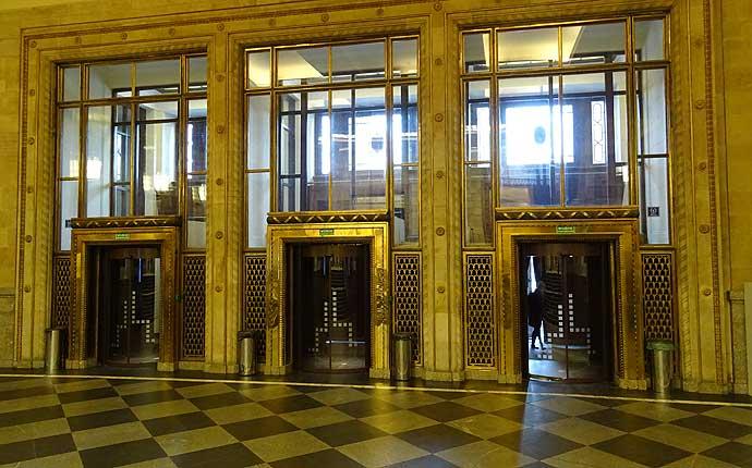 Warschau: goldene Türen im Kulturpalast
