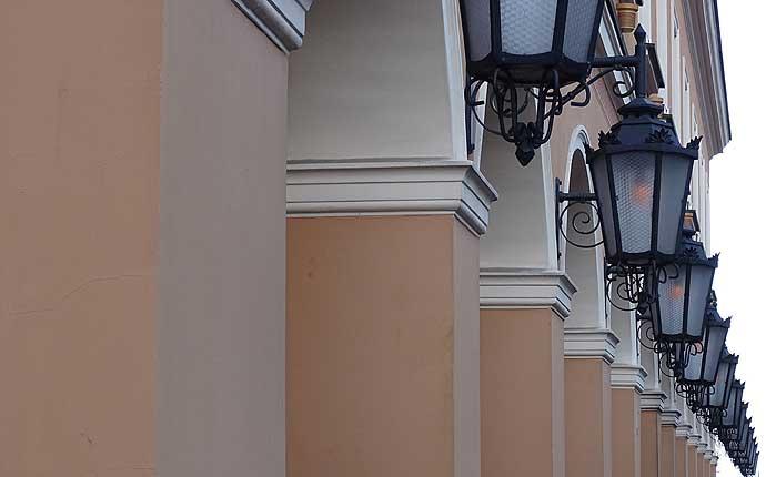 Warschau: Reihe von Laternen