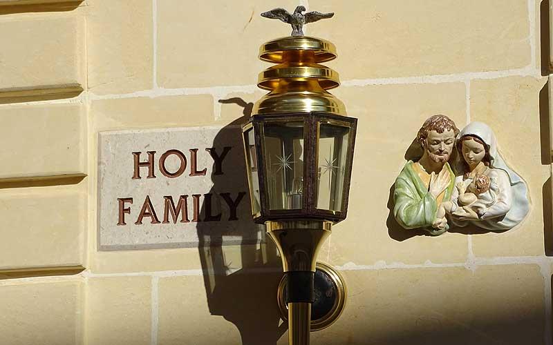 """""""Wo wohnt eigentlich die Heilige Familie?"""""""