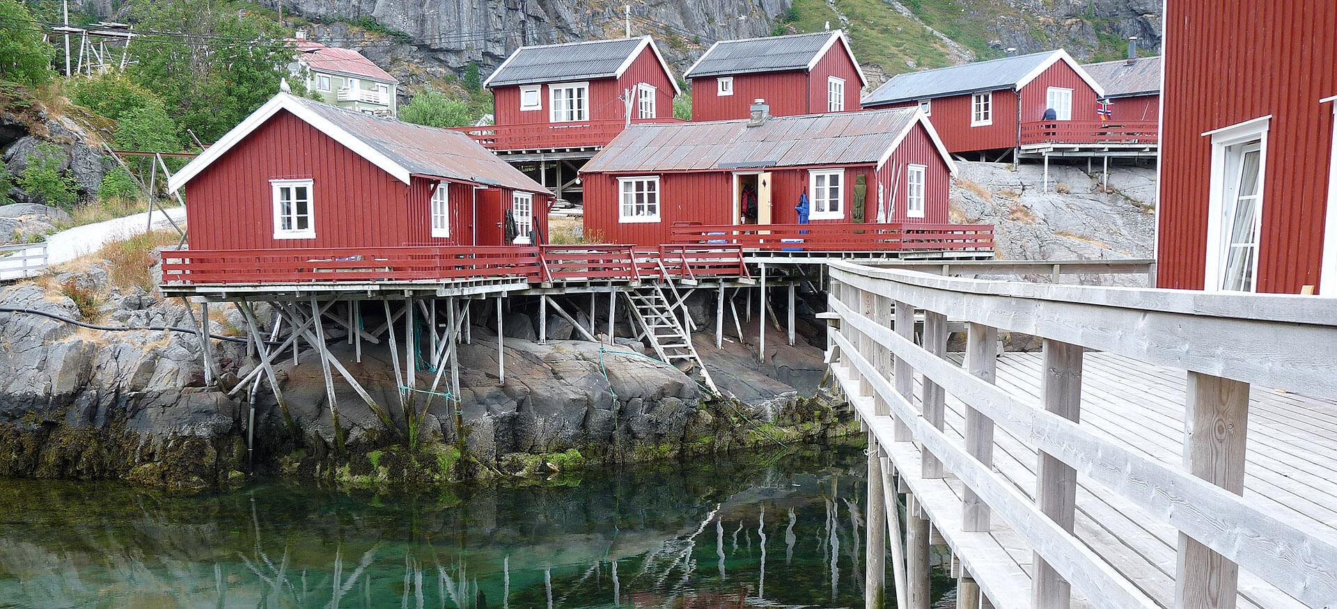 Holzhäuser auf den Lofoten