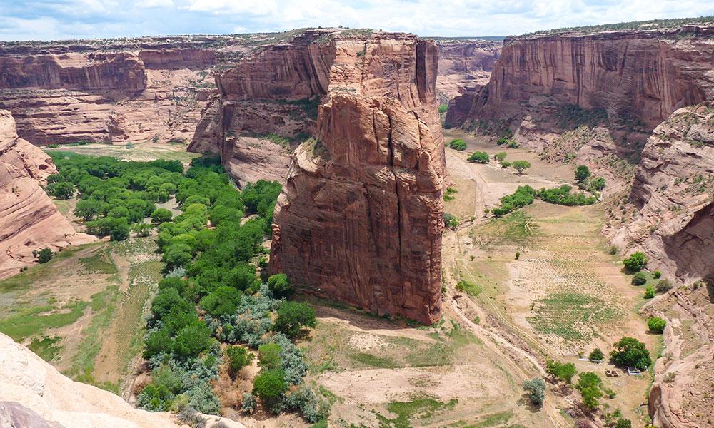 Blick auf Felsen in der Schlucht des Canyon de Chelly