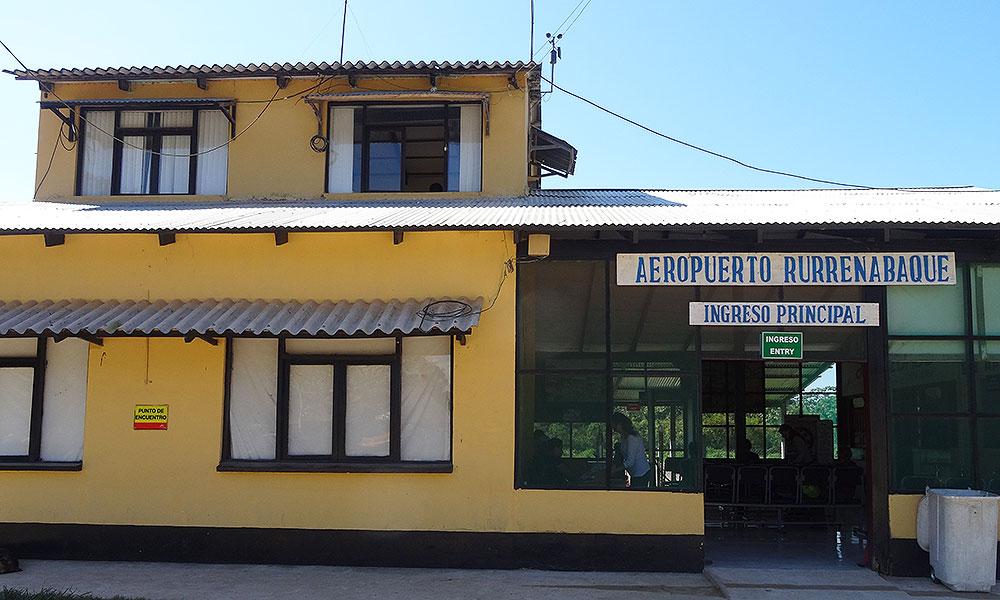 Winziges Flughafengebäude in Rurrenabaque