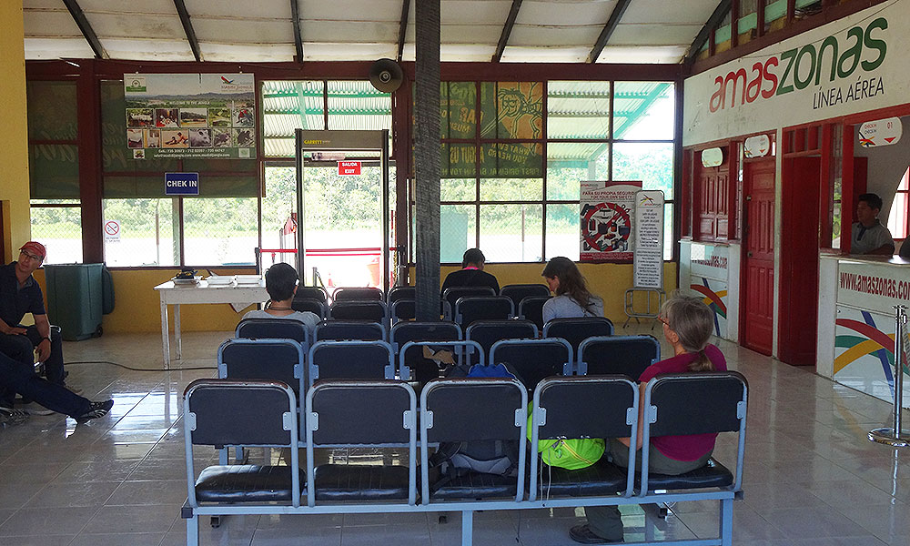 Wartehalle am Flughafen Rurrenabaque mit 25 Plätzen