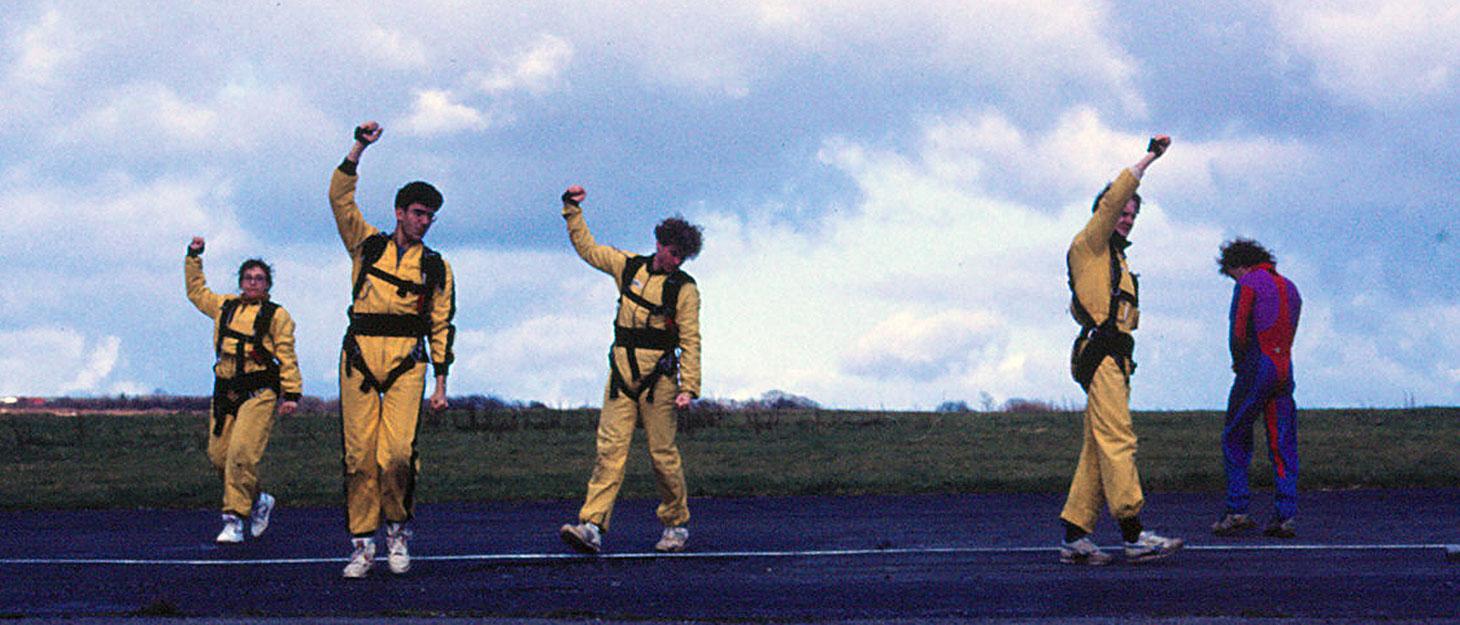 Übungen vor dm Fallschirmsprung