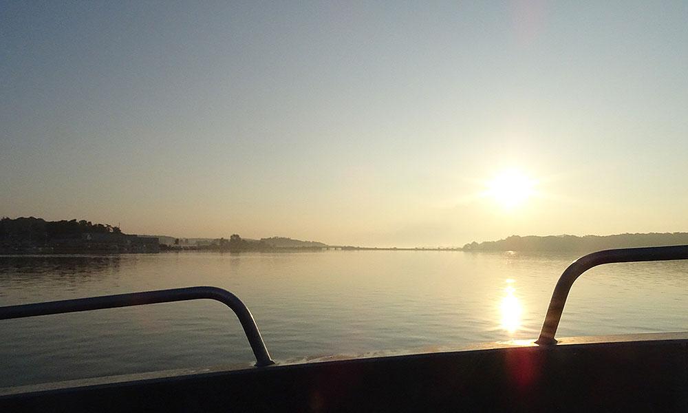 Sonnenaufgang am Wasser in Fünen