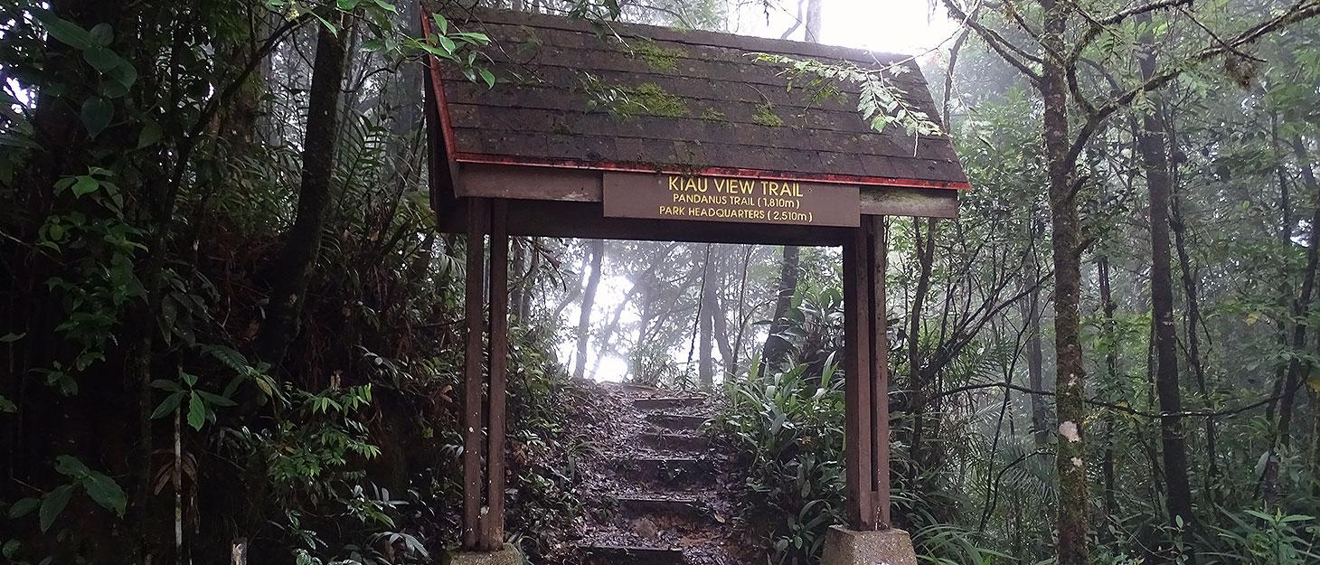 Der Eingang zum Kiau View Trail am Mount Kinabalu