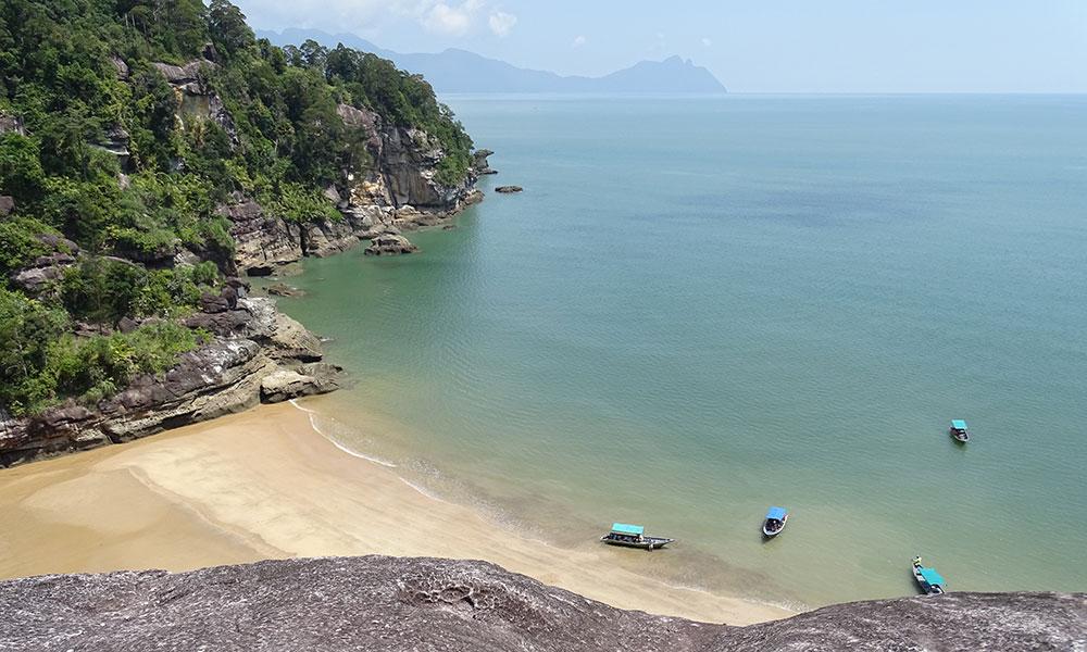 Blick auf den Strand Kecil im Bako Nationalpark