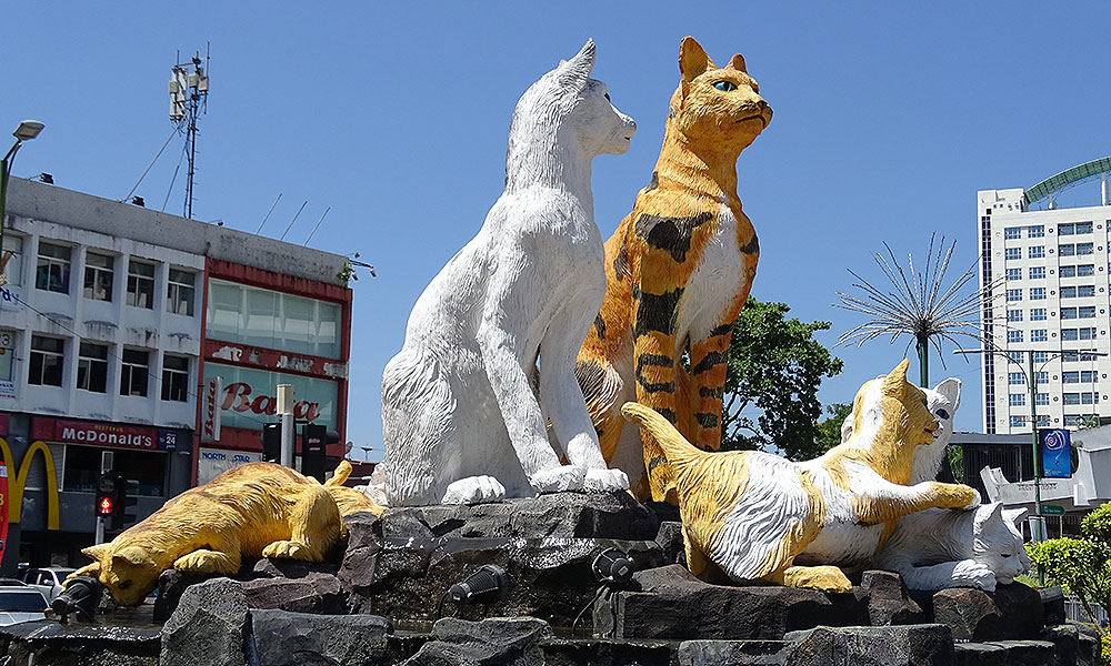 Katzenstatue in Kuching