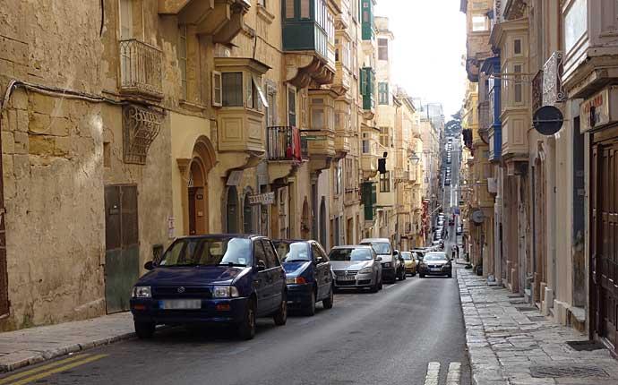 Ege Straßenschlucht in Valletta auf Malta