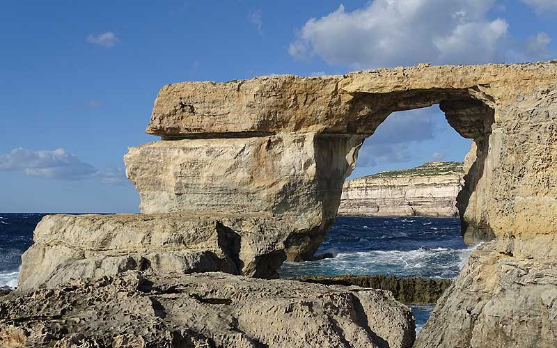 Felsentor im Meer in Malta