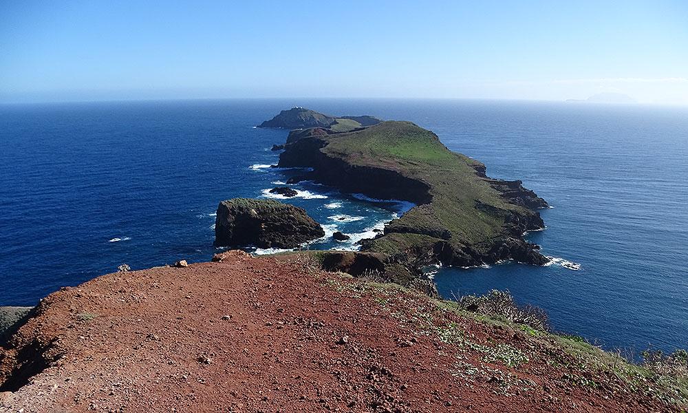 Ausblick auf zwei kleine Inseln