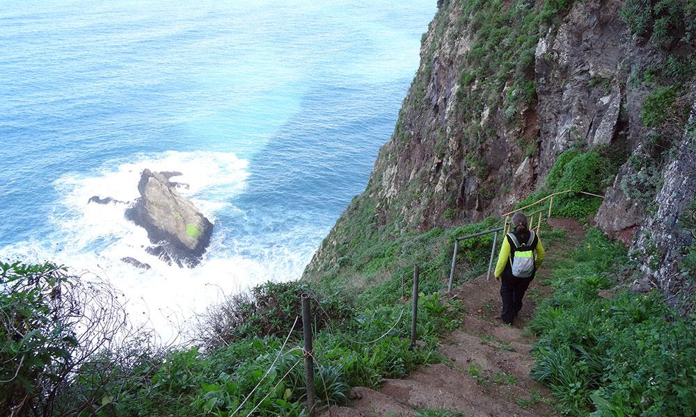 Steiler Weg an den Klippen
