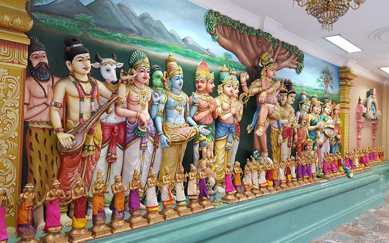Bunte Figuren im Sri Mahamariamman Temple in Kuala Lumpur