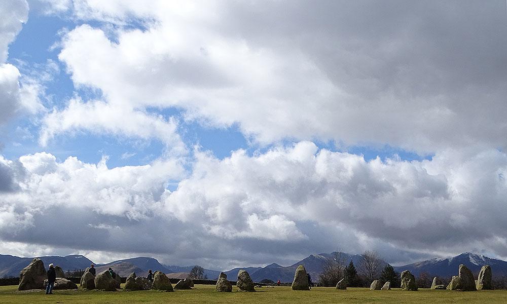 Die Steine des Stone Circle und Himmel