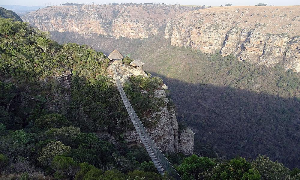 Hängebrücke über die Schlucht