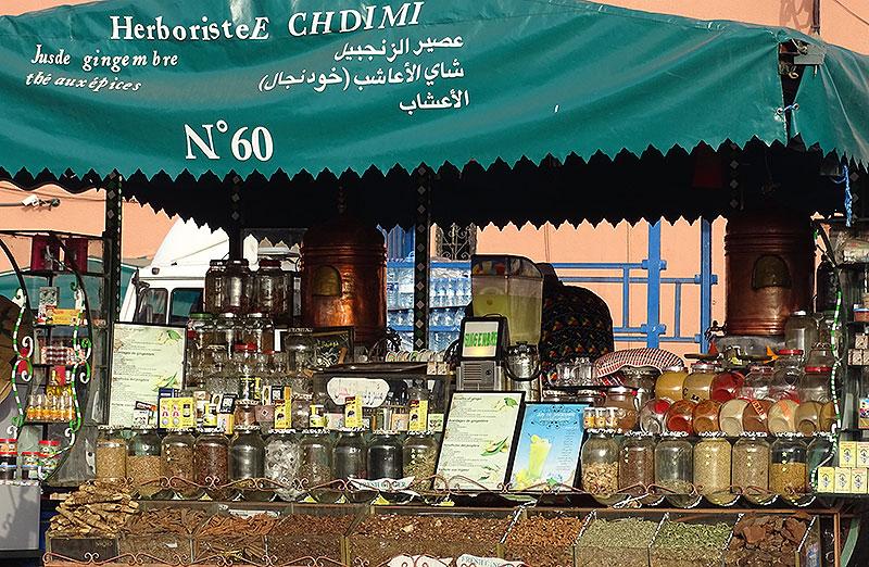 Verkaufsstand mit Gewürzen in Marrakesch