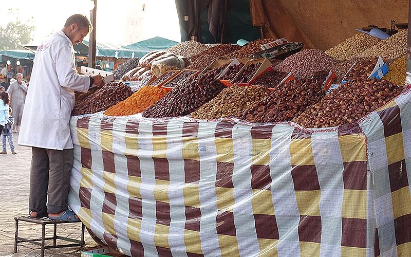Verkaufsstand mit Nüssen in Marrakesch