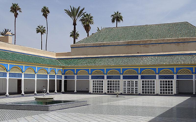 Bunter Platz im Palast de la Bahia in Marrakesch