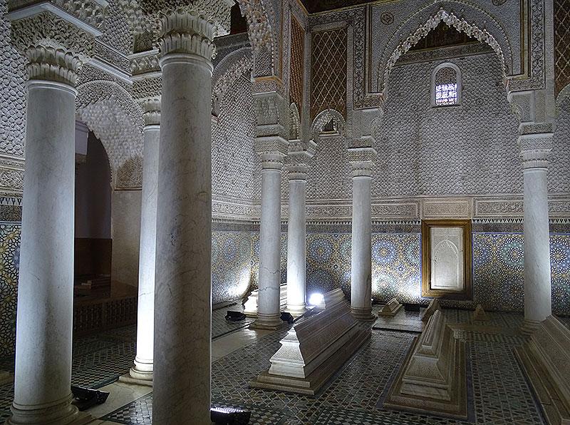 Reich verziertes Mausoleum in den Saadier-Gräbern in Marrakesch
