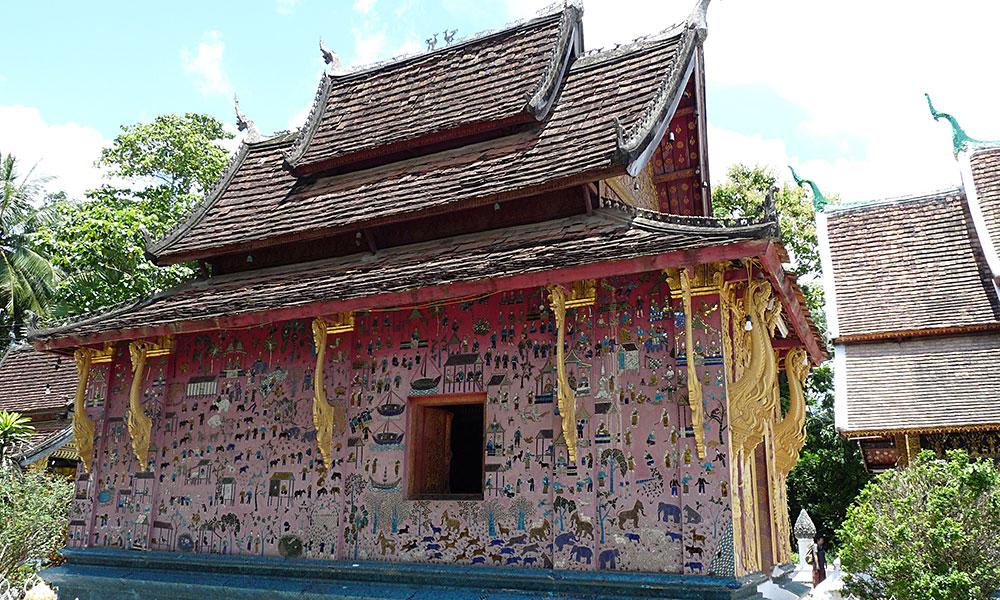 Tempel mit verzierter Wand