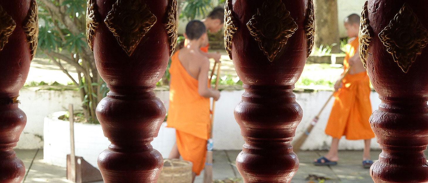 Mönche bei der Arbeit in Luang Prabang